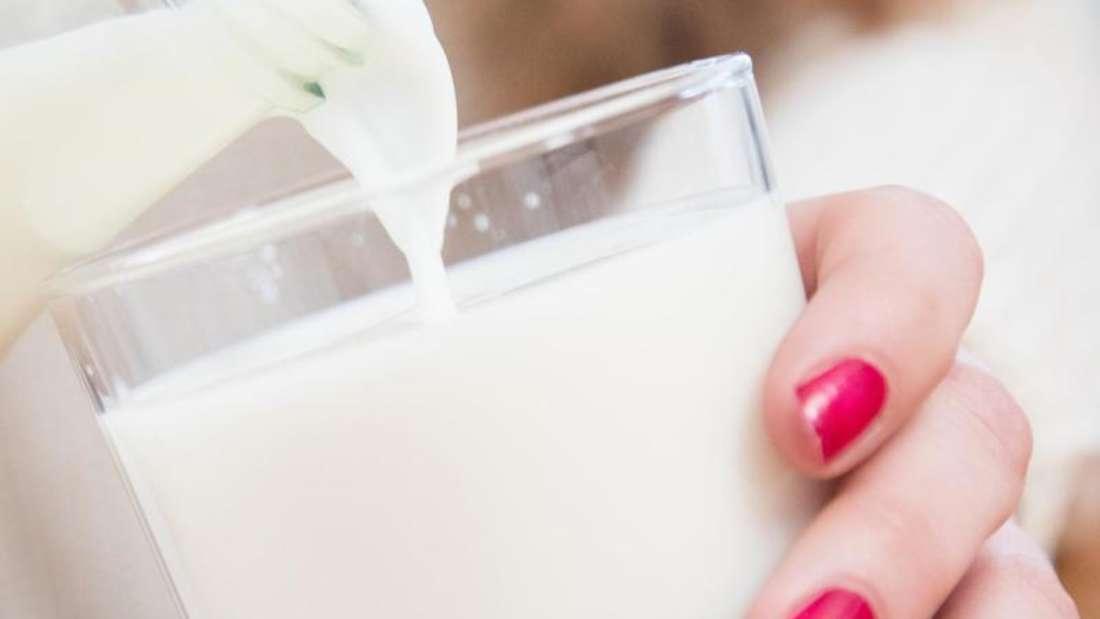 Für Betroffene sind spezielle lactosefreie Produkte nur dann sinnvoll, wenn sie ursprünglich viel Lactose enthalten. Dazu gehört zum Beispiel Milch. Foto: Christin Klose/dpa-tmn