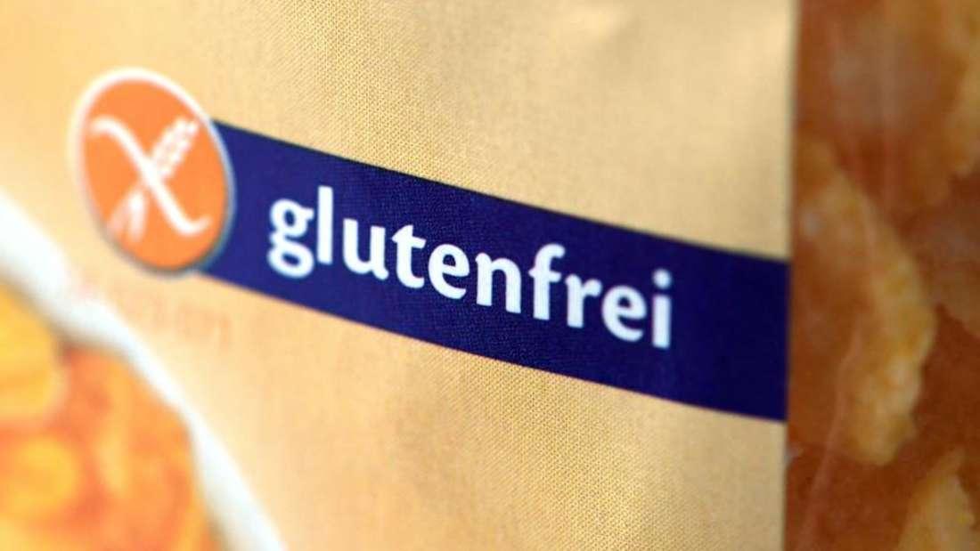 Im Vergleich zu herkömmlichen Lebensmitteln haben einige glutenfreie Produkte einen höheren Fettgehalt, während der Anteil an Ballaststoffen, Vitaminen und Mineralstoffen geringer ist. Foto: Andrea Warnecke/dpa-tmn (Symbolbild)