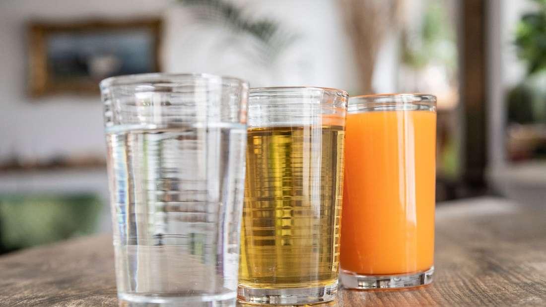 Wasser, Kräutertee und Gemüsesaft