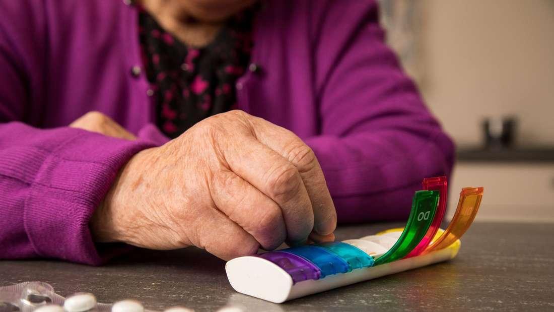 Pflegende Angehörige: Überblick über Medikamente behalten