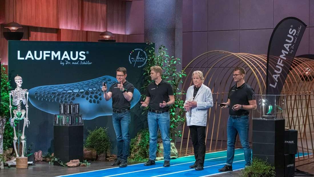 """Die Gründer der """"Laufmaus"""" pitchen ihr Produkt in der TV-Sendung """"Die Höhle der Löwen""""."""