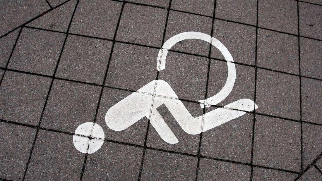 Gericht spricht blindem Mann Elektrorollstuhl zu